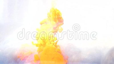 Tekenshot-effect gele wolkenstroom wit stock video