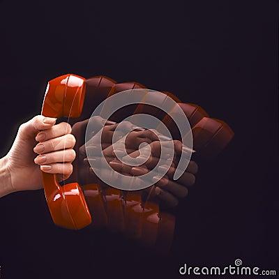 Teléfono rojo en el movimiento