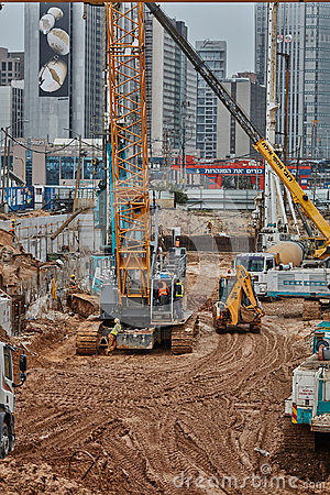 Free Tel Aviv - 10.06.2017: Construction Site Machinery And Workers I Royalty Free Stock Photos - 98249518