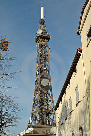 Telecommunication tower : the Eiffel Tower s little sister