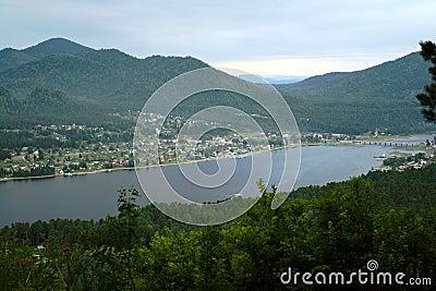 Teletskoye гор озера altai