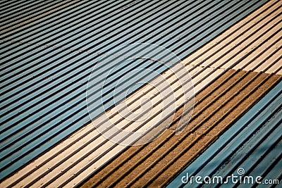 Telhado velho do metal