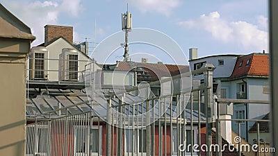 Telhados De Edifícios Com Antenas vídeos de arquivo