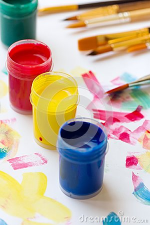 Free Tempera Paint Of Different Colors Green Blue Yellow Red Brushes On White Paper Background With Colorful Strokes. Arts Painting Stock Images - 124064544