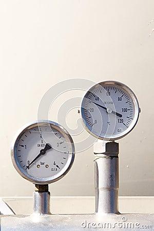 Temperature and pressure gauge