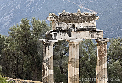 Temple of Athena pronoia at Delphi archaeol