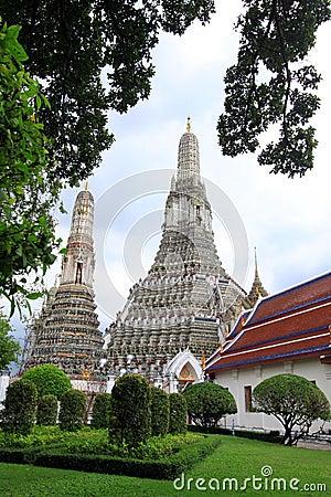 Temple of dawn : beautiful temple near Chaophaya