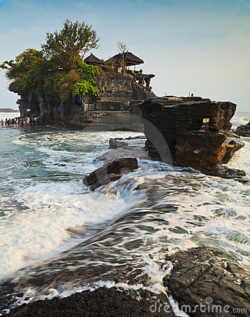 Free Temple In The Sea, Bali, Indonesia Royalty Free Stock Image - 23287236