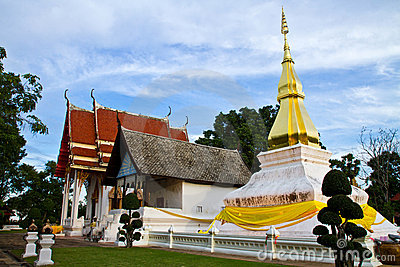 Temple in Thailand is named Phra-that-Kham-Kaen