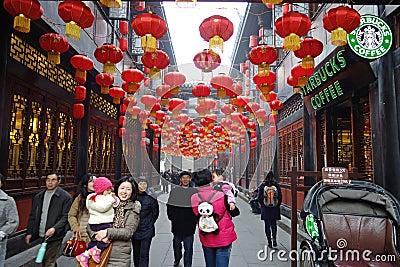 Templo chino del Año Nuevo 2013 justo en Chengdu Foto editorial