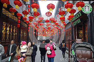 Templo chinês do ano 2013 novo justo em Chengdu Foto Editorial