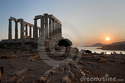 Templo grego no por do sol
