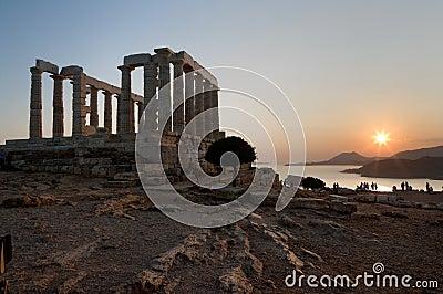 Templo griego en la puesta del sol