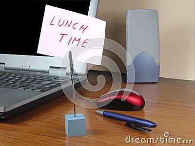 Tempo do almoço no escritório