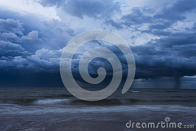 Temporale sopra l oceano