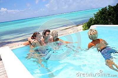 Temps de récréation dans la piscine