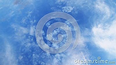 Temps-faute des cumulus blancs contre un ciel bleu profond clips vidéos