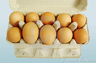 Ten brown eggs.