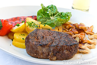 Tenderloin steak mignon-grilled with vegetables