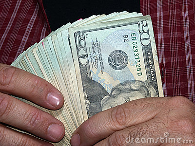 Tenendo mille dollari (con il percorso di residuo della potatura meccanica)