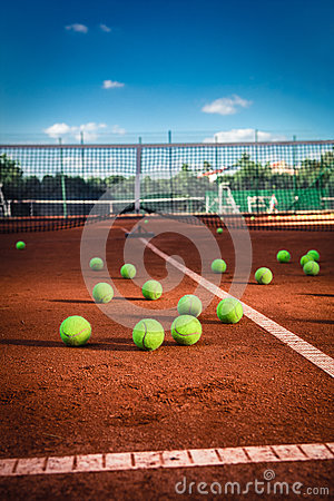 Free Tennis Balls On A Tennis Court Stock Photos - 76802423