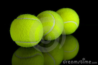 Tennis balls with reflection