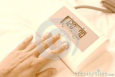 Tension Artérielle Normale Le Docteur Mesure La Pression..
