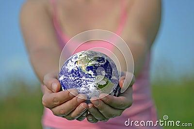 A terra está em suas mãos