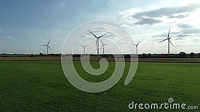 Terrains verts de parc éolien côtier, 4 k clips vidéos