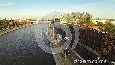 Terraplenagem do rio de Moscou perto do Kremlin vídeos de arquivo