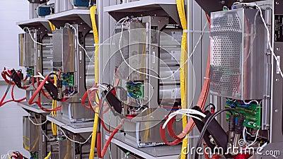 Test ławki w laboratorium dla produkcji opierający się ochrony i automatyzacji przyrząda Druty z zbiory wideo