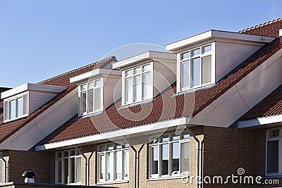 Tetto con gli abbaini fotografia stock immagine 82400471 for Stili tetto tetto