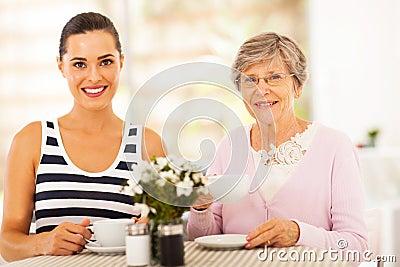 Thé avec la grand-mère