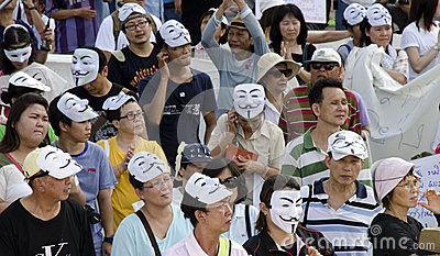 Thai citizens listen to Rally speakers Editorial Stock Image