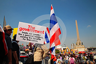 Thai people raises anti government plate Editorial Photography
