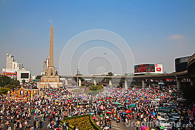 Thai protesters gather at Victory monument to expel Yingluck Editorial Photography