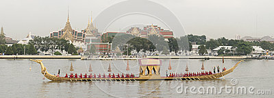 Thailändische königliche barge herein Bangkok Redaktionelles Stockfotografie