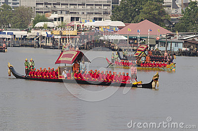 Thailändskt kungligt rusar in Bangkok Redaktionell Fotografering för Bildbyråer