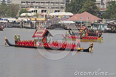 Thailändische königliche barge herein Bangkok Redaktionelles Stockbild