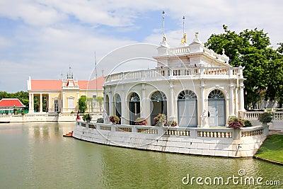 Thailändsk kunglig uppehåll på smällen PA-i Royal Palace