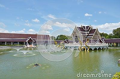 Thailändsk stil för klassisk byggnad