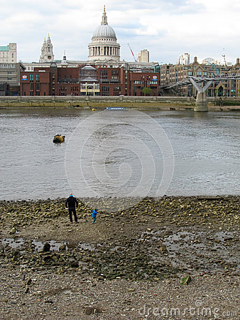 Thames tides Editorial Stock Image