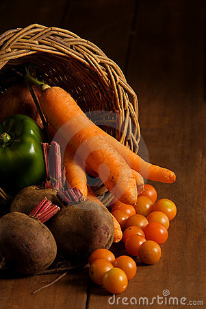Thanksgiving cornucopia with fruits and vegetables