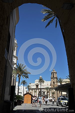 Free The Cathedral Of The Holy Cross In The Old Maritime City Of Cadiz Is Considered One Of The Largest In Spain. Stock Photos - 113984553