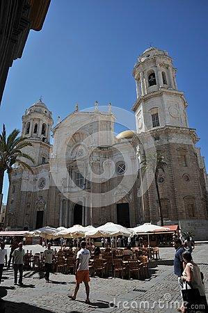 Free The Cathedral Of The Holy Cross In The Old Maritime City Of Cadiz Is Considered One Of The Largest In Spain. Royalty Free Stock Photography - 113984567