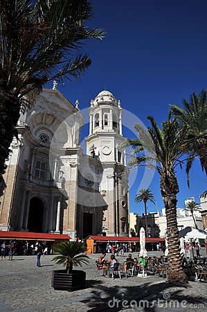 Free The Cathedral Of The Holy Cross In The Old Maritime City Of Cadiz Is Considered One Of The Largest In Spain. Stock Photos - 113984583