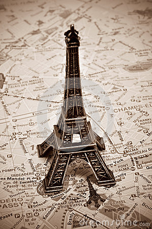 Free The Eiffel Tower In Paris, France Royalty Free Stock Photos - 31524668