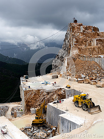 Free The Famous White Marble Quarries In The Apennine Royalty Free Stock Photography - 40711167