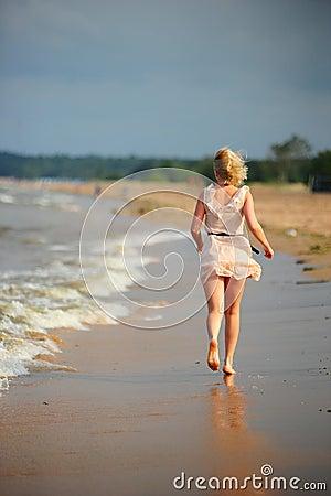 Free The Girl Runs Away To The Beach Royalty Free Stock Photos - 16327668