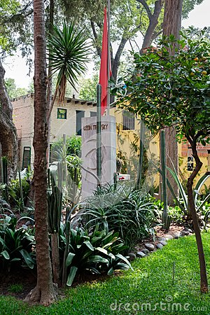 Free The Grave Of Leon Trotsky At The House Where He Lived In Coyoacan, Mexico City Stock Photos - 123940713